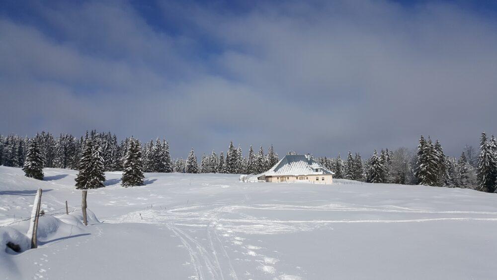 Ferme comtoise sous la neige