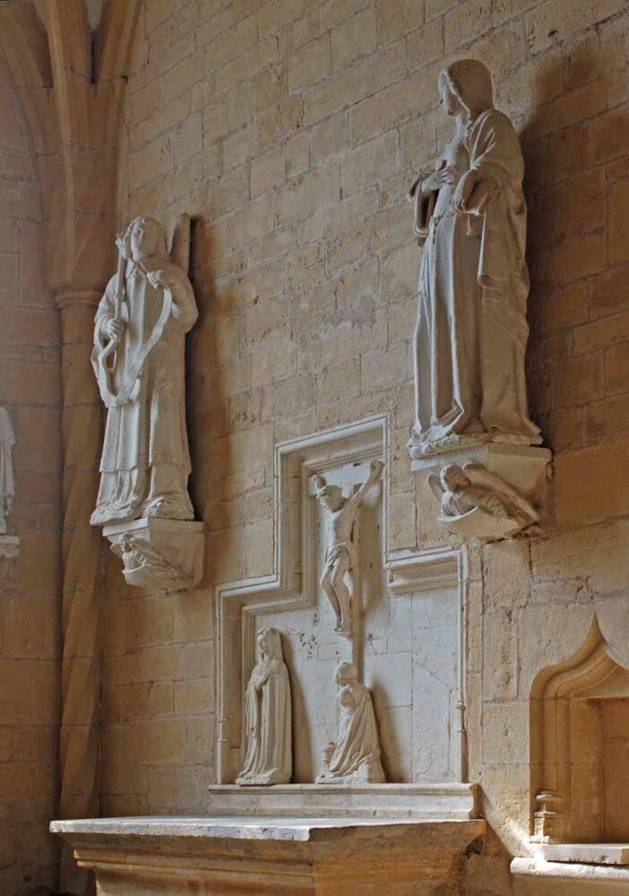 Le retable de la Crucifixion dans la chapelle nord