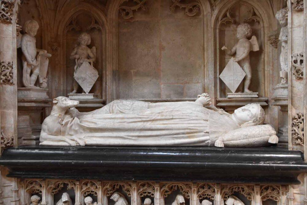 Socle d'un gisant au monastère royal de Brou
