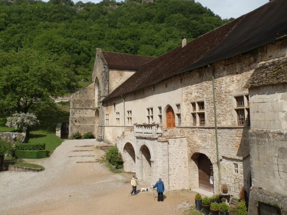 Logis abbatial dans la première cour de l'abbaye