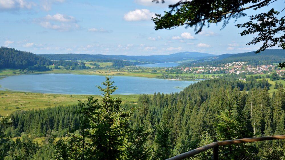Entre lacs, vallons, forêts et pâturages