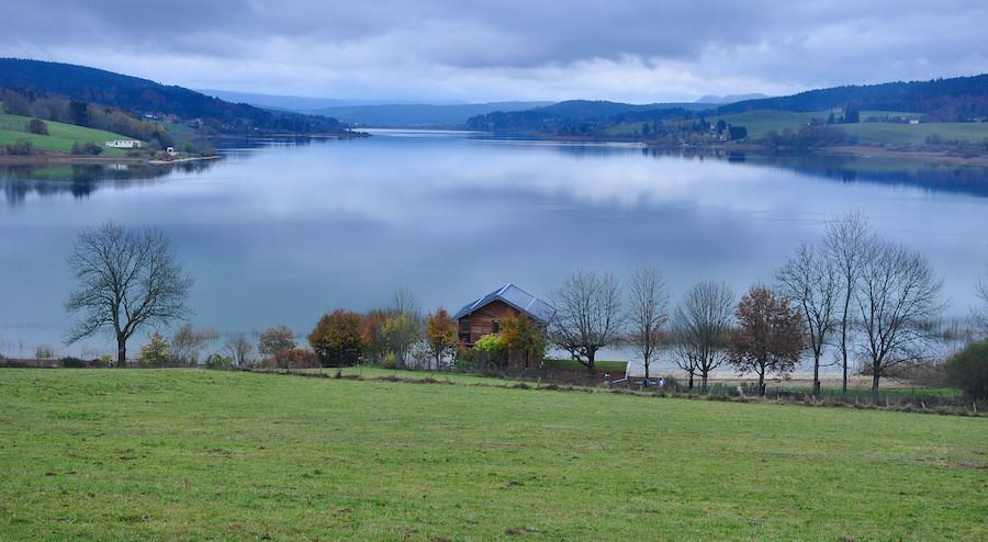 ViaCluny.fr lac de Saint-Point randonnée Chemin de Cluny Franche-Comté