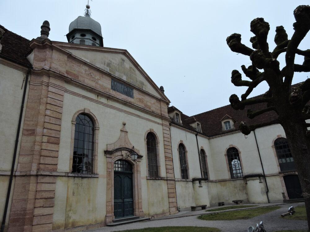 L'Hôtel-Dieu de Louhans aux chaînages en calcaire de Préty