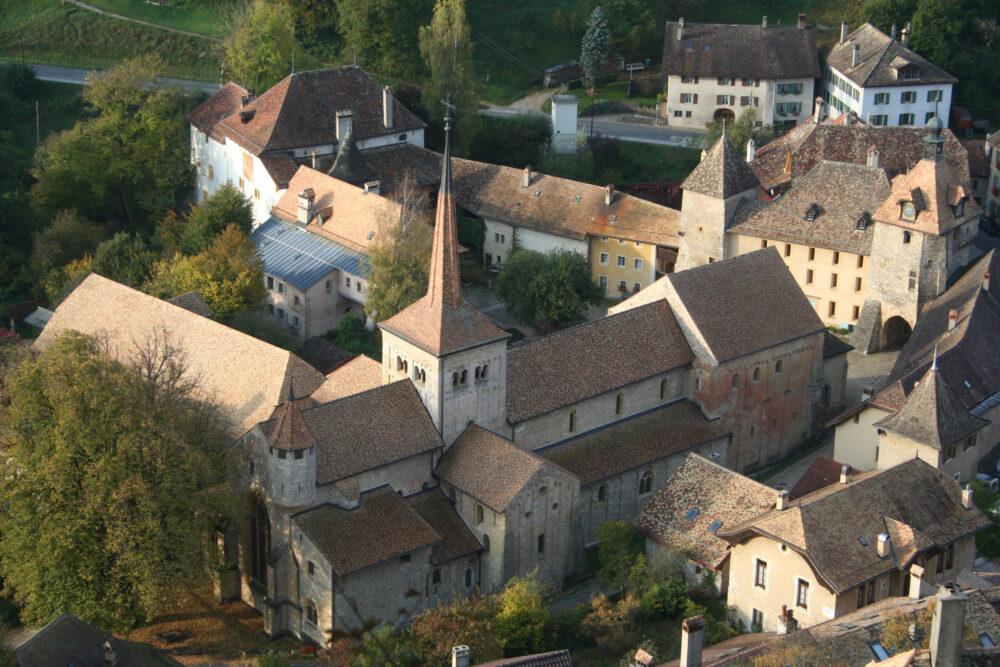 L'abbaye au cœur du village