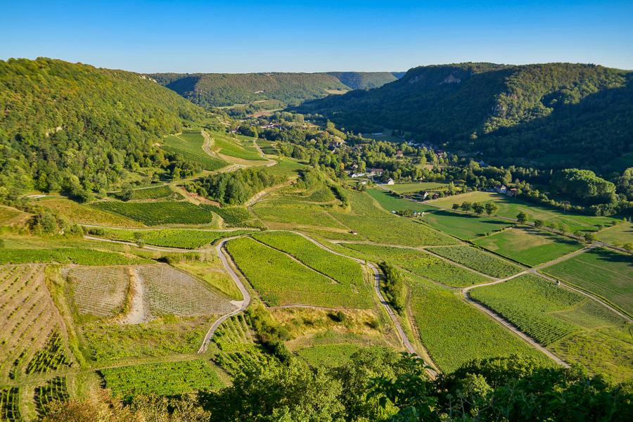 Le vignoble de Château-Chalon et la reculée de Baume
