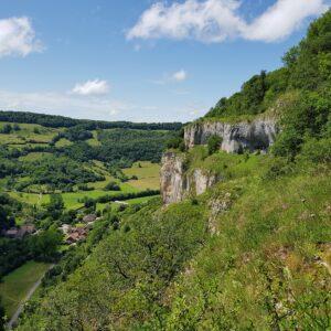 ViaCluny.fr Baume-les-Messieurs reculée abbaye visiter tourisme patrimoine randonnée Jura