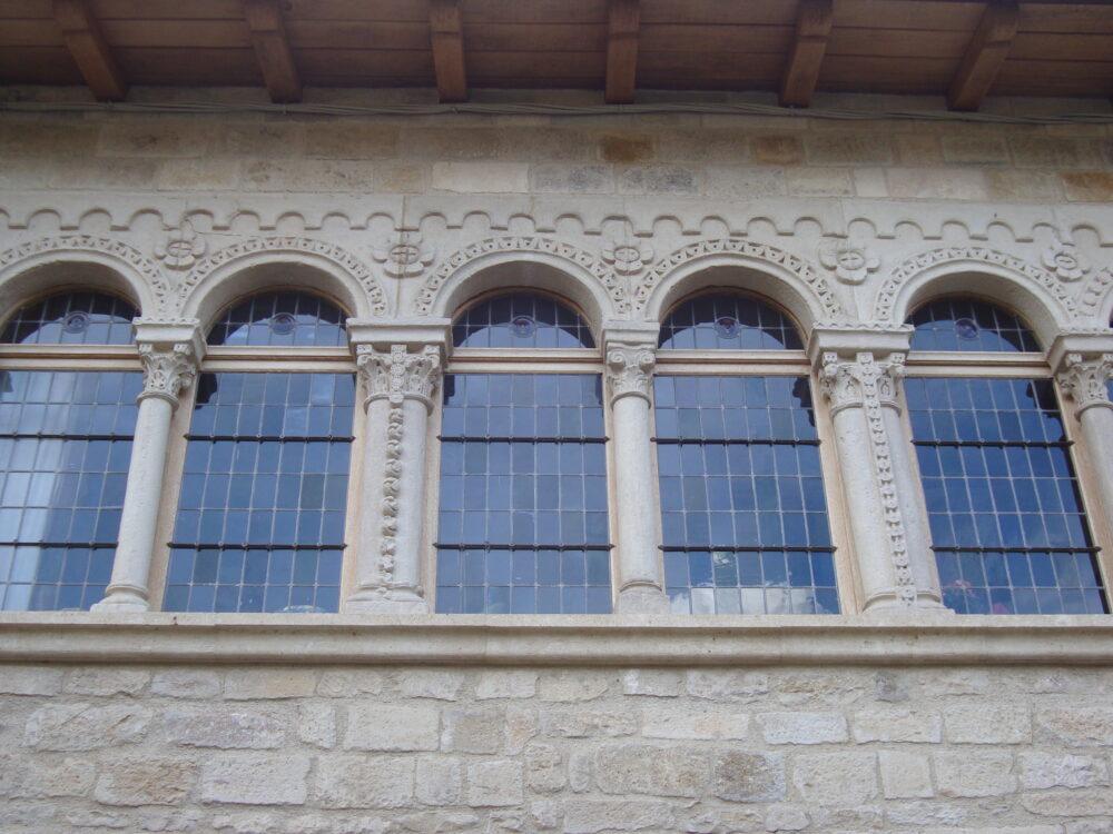 Maison romane en ville