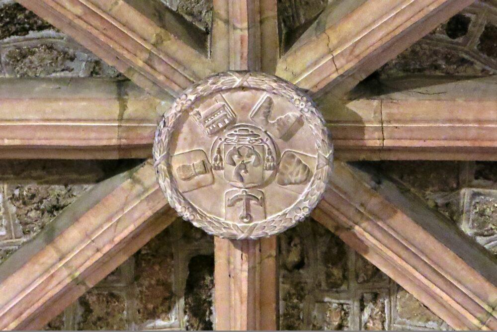 Clé de voûte présente dans l'église