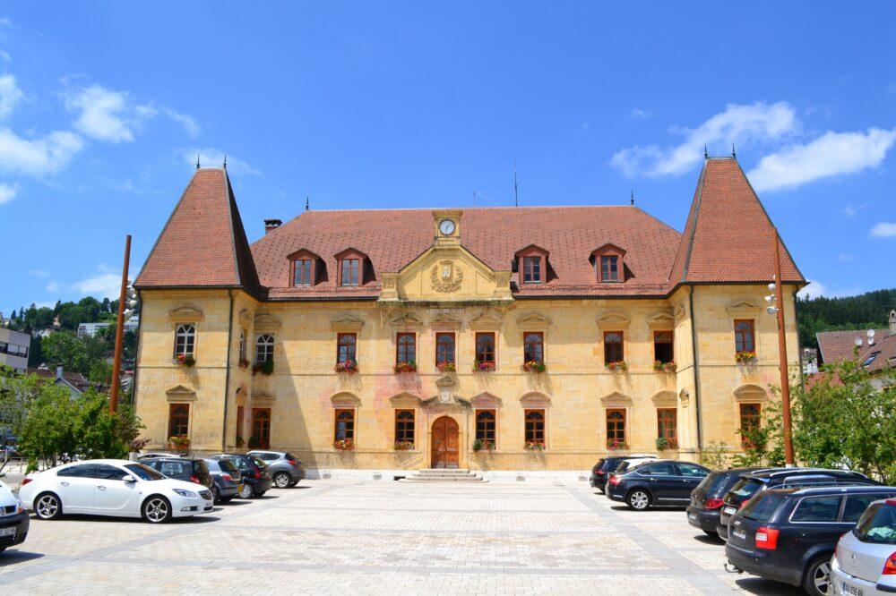 L'ancien prieuré clunisien, aujourd'hui mairie