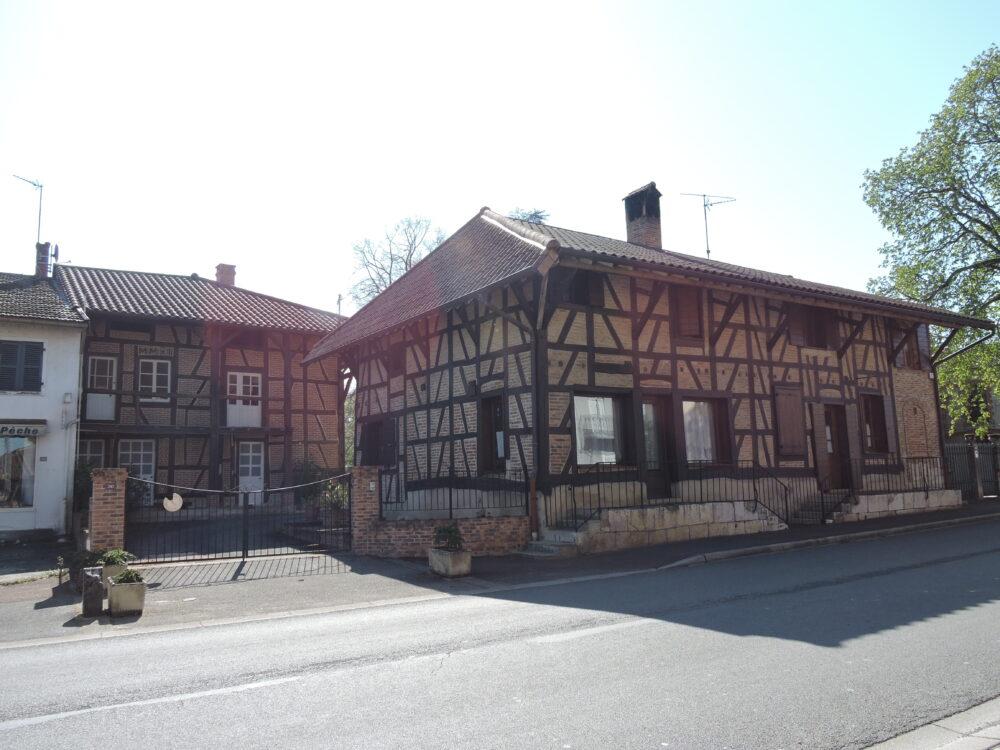 Maisons bressanes dans le bourg