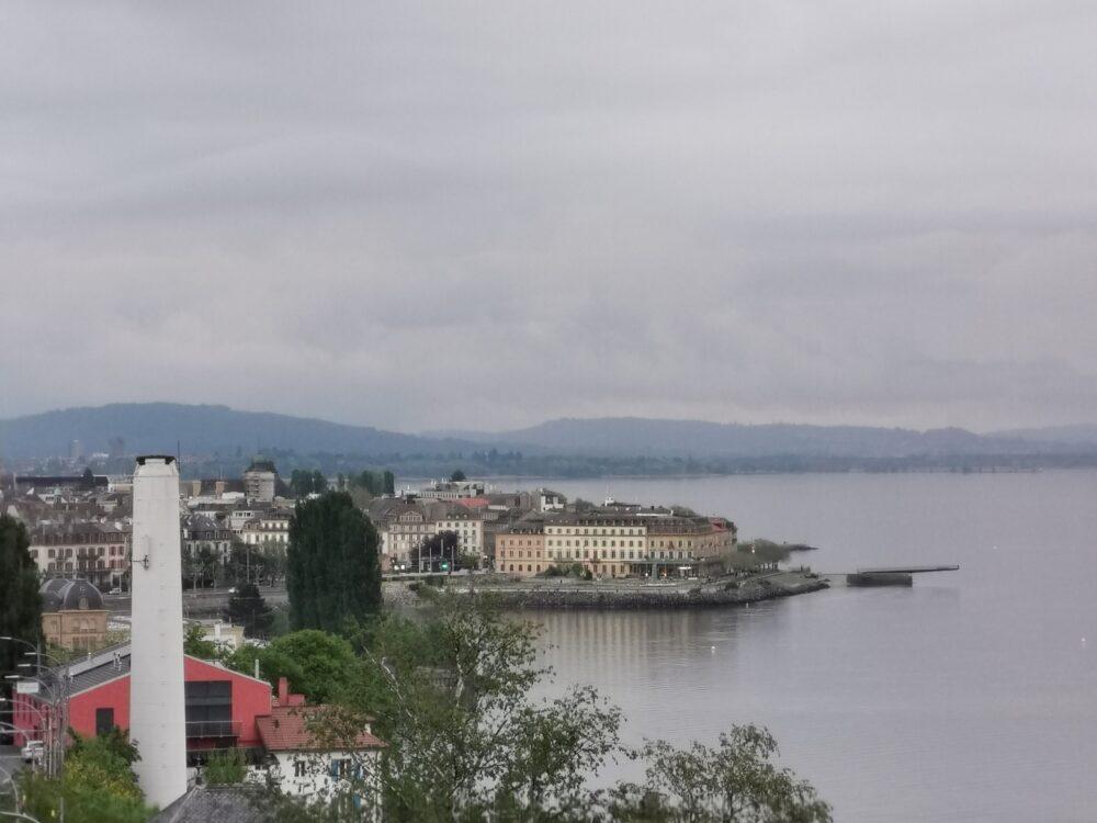 Neuchâtel depuis la rue de l'Evole