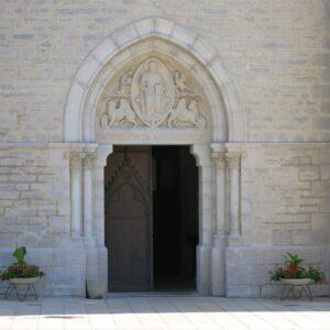 ViaCluny.fr Montbenoit abbaye patrimoine
